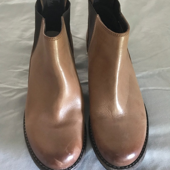 28334dde8 Clarks Shoes - Clarks Maypearl daisy bootie. Worn once. LNWOT